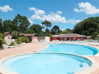 2 bedroom Apartment in Arès, Nouvelle-Aquitaine, France : ref 5642378