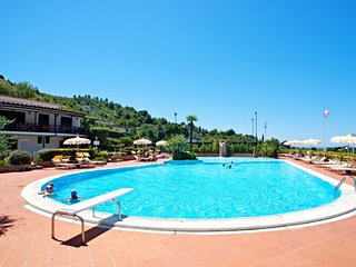 Apartment Sleeps 6 with Pool and WiFi - 5056196