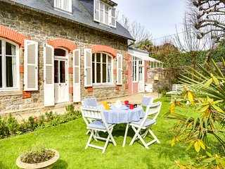 3 bedroom Villa in Dinard, Brittany, France : ref 5606499
