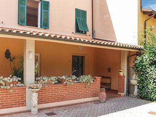 4 bedroom Villa in Camaiore, Tuscany, Italy : ref 5542050