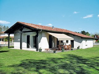 3 bedroom Villa in Mezos, Nouvelle-Aquitaine, France : ref 5434980