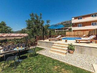 2 bedroom Apartment in Kastel Sucurac, Splitsko-Dalmatinska Zupanija, Croatia :