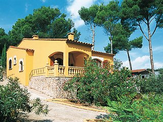 3 bedroom Villa in Mas Pinell, Catalonia, Spain : ref 5435565