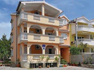 2 bedroom Apartment in Srima, Sibensko-Kninska Zupanija, Croatia : ref 5569993