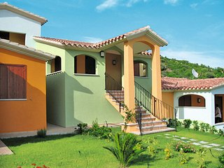 2 bedroom Villa with Air Con, WiFi and Walk to Beach & Shops - 5646665