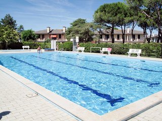 2 bedroom Villa with Pool, Air Con and Walk to Beach & Shops - 5656529