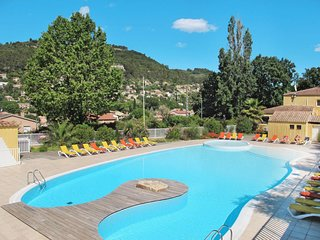 2 bedroom Apartment in Solliès-Toucas, France - 5653321