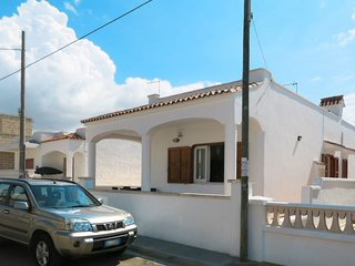 2 bedroom Villa with Air Con and Walk to Beach & Shops - 5651421