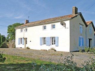 4 bedroom Villa in La Chapelle-Thireuil, Nouvelle-Aquitaine, France : ref 552222