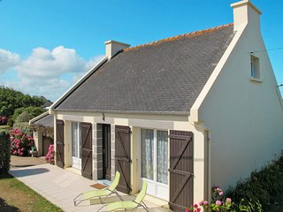 4 bedroom Villa in Saint-Égarec, Brittany, France : ref 5650037