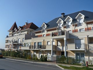 2 bedroom Apartment in Cabourg, Normandy, France : ref 5513483