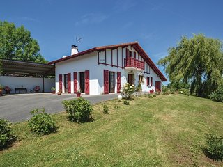 4 bedroom Villa in Beguios, Nouvelle-Aquitaine, France : ref 5542541
