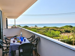 2 bedroom Apartment with Air Con and Walk to Beach & Shops - 5365192