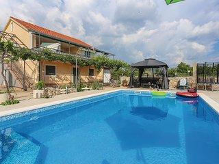 2 bedroom Villa in Donje Ogorje, Splitsko-Dalmatinska Županija, Croatia : ref 55