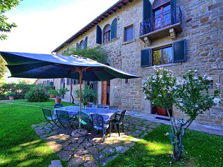 Cortona Villa Sleeps 12 with Pool - 5242088