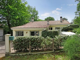 3 bedroom Villa in Le Moutchic, Nouvelle-Aquitaine, France : ref 5434894