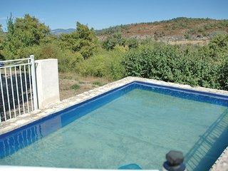 2 bedroom Villa in Monieux, Provence-Alpes-Cote d'Azur, France : ref 5609031