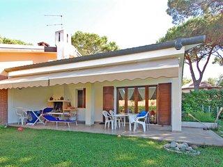 3 bedroom Villa in Isola Albarella, Veneto, Italy : ref 5656298