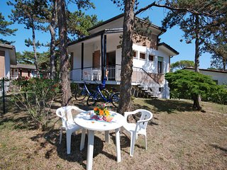 2 bedroom Villa in Lignano Sabbiadoro, Friuli Venezia Giulia, Italy : ref 543453