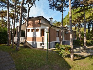 3 bedroom Villa in Lignano Sabbiadoro, Friuli Venezia Giulia, Italy : ref 565630