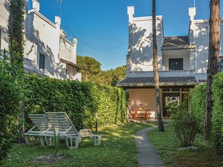 2 bedroom Villa in Lignano Pineta, Friuli Venezia Giulia, Italy : ref 5547880
