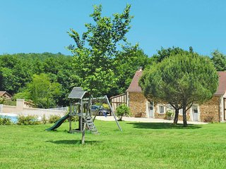 Saint-Julien-de-Crempse Holiday Home Sleeps 6 with Pool Air Con and Free WiFi
