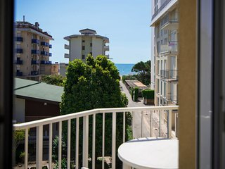 Lido di Jesolo Apartment Sleeps 5 with Air Con and Free WiFi - 5655487