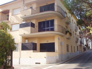 3 bedroom Apartment with Walk to Beach & Shops - 5246939