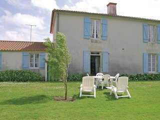 2 bedroom Villa in Saint-Benoist-sur-Mer, Pays de la Loire, France : ref 5565787