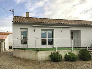 2 bedroom Villa in La Faute-sur-Mer, Pays de la Loire, France : ref 5585747