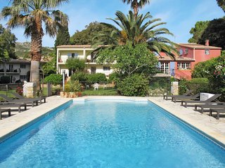 1 bedroom Apartment with Pool, WiFi and Walk to Beach & Shops - 5642428