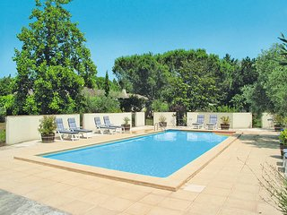 3 bedroom Apartment in Beaucaire, Occitania, France : ref 5443347
