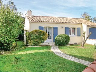 2 bedroom Villa in La Faute-sur-Mer, Pays de la Loire, France : ref 5550078