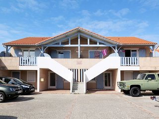2 bedroom Apartment in Biscarrosse-Plage, Nouvelle-Aquitaine, France : ref 56422