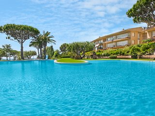 2 bedroom Apartment with Pool, WiFi and Walk to Beach & Shops - 5223618