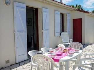 2 bedroom Villa in Meschers-sur-Gironde, Nouvelle-Aquitaine, France : ref 564401