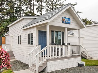 Modern Cottage on RV Resort in Coos Bay with Beach Access