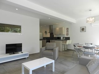 2 bedroom Apartment in Cala Rossa, Corsica, France : ref 5583524