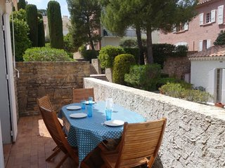 2 bedroom Apartment in La Madrague, Provence-Alpes-Côte d'Azur, France : ref 505