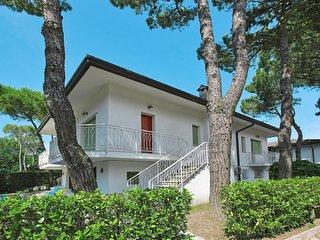 2 bedroom Villa in Lignano Riviera, Friuli Venezia Giulia, Italy : ref 5641527