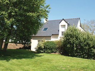 3 bedroom Villa in Trestraou, Brittany, France : ref 5565437