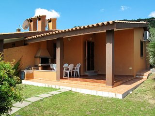 2 bedroom Villa with Air Con, WiFi and Walk to Beach & Shops - 5646565