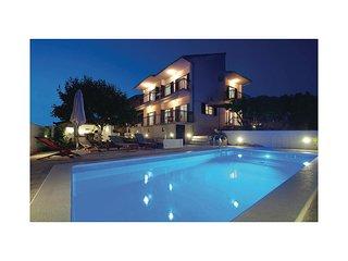 4 bedroom Villa in Okrug Gornji, Croatia - 5562778