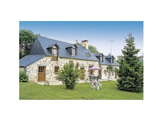 4 bedroom Villa in Mont-Saint-Jean, Pays de la Loire, France : ref 5565830