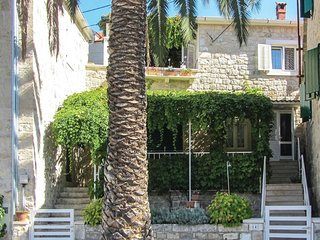 2 bedroom Villa in Splitska, Splitsko-Dalmatinska Zupanija, Croatia : ref 556176