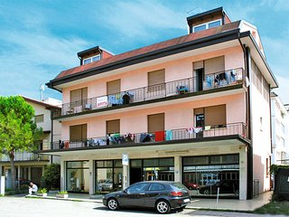 3 bedroom Apartment in Lido di Jesolo, Veneto, Italy : ref 5434463