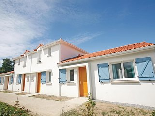 2 bedroom Villa in Le Pointeau, Pays de la Loire, France : ref 5536535