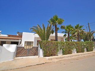3 bedroom Villa with Walk to Beach & Shops - 5585264