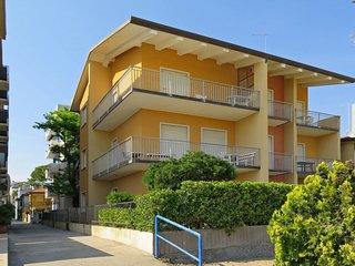 Lido di Jesolo Apartment Sleeps 5 with WiFi - 5641558
