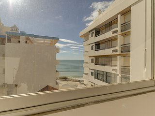 2 bedroom Apartment in Armação de Pêra, Faro, Portugal : ref 5574836